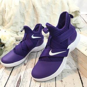 Nike Lebron soldier 12 B-ball purple sneaker NWOB